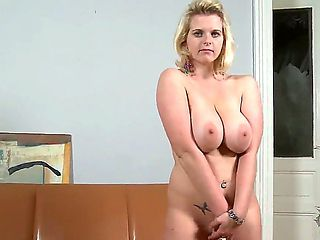 Gorgeous blondie with great juggs is going to do her maximum to bring us so much pleasure! The ni...