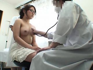 Beautiful Asian girls are eager to go to the doctor and get