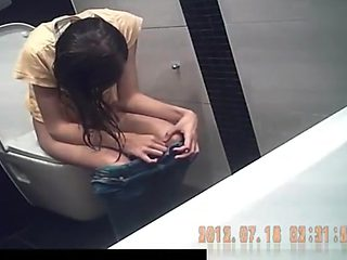 Skinny woman spied peeing in toilet