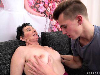 Mature woman seduces a hot boy for an amazing shag