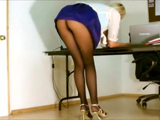Sexy secretary shows off to the boss