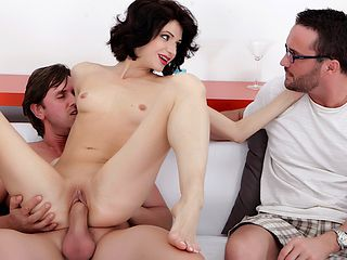 Lina Arian in Slim housewife Lina Arian gets her pussy reamed - DoTheWife